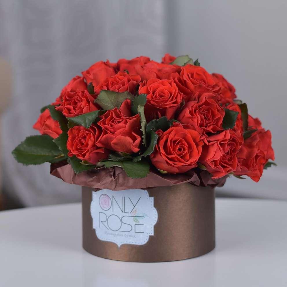 Красные розы в коробке «Основной инстинкт»