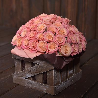 Персикові троянди 59шт.в коробці «Кантрі»