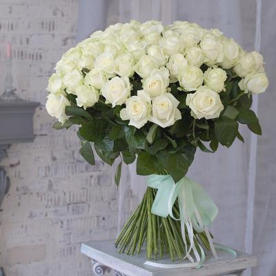 Букет зі 101-ї білої троянди «Ранкова свіжість»