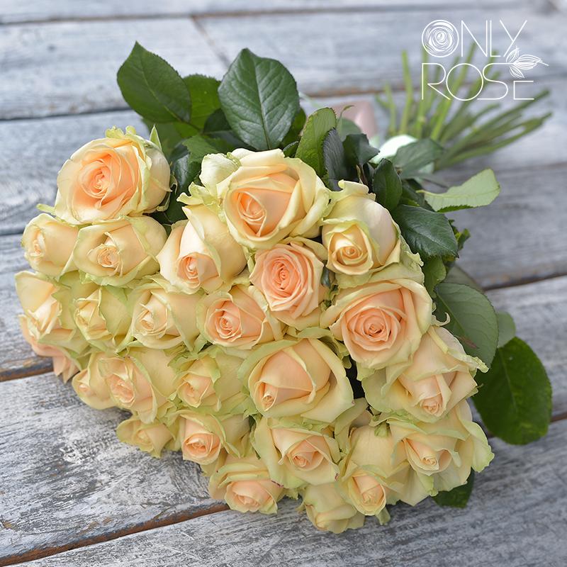 Букет з 25-ти персикових троянд «Карамель»