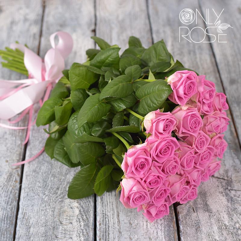 Букет из розовых роз «Комплимент №5». Перевязан лентой