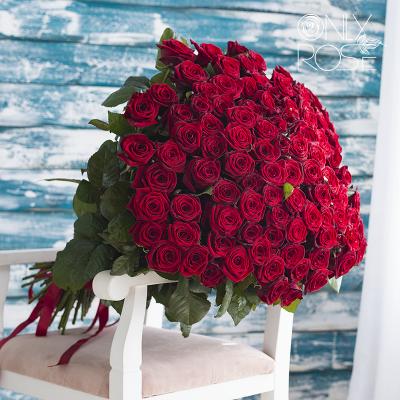 Букет из 101-й красной розы «101 сердце»