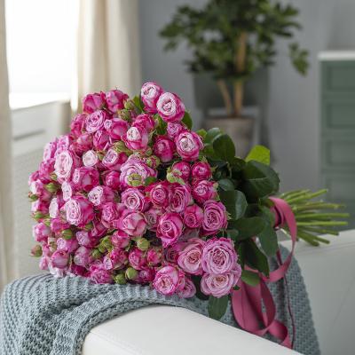 Букет з 19-ти рожевих троянд «Леді Бомбастік»