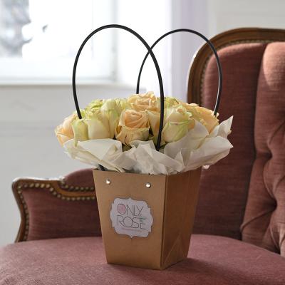 19 персикових троянд в сумочці «Піч Аваланч»