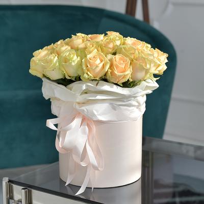 """Персикові троянди в коробці """"Піч Бокс"""" 35 шт."""