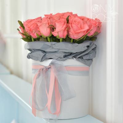 """Рожеві троянди """"Анна Каріна"""" у коробці 35 шт."""