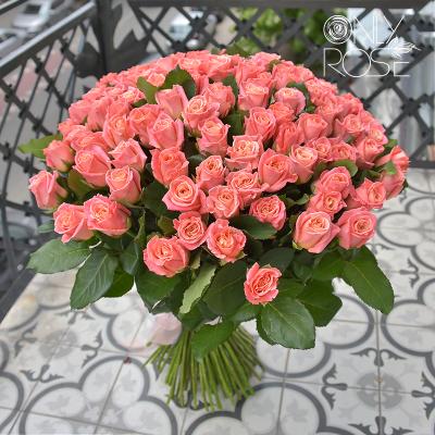 Букет зі 101-ї персикової троянди «Пінкі Пай»