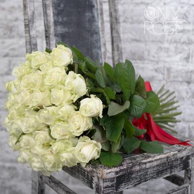 Букет з 39-ти білих троянд «Фреш Бріз»