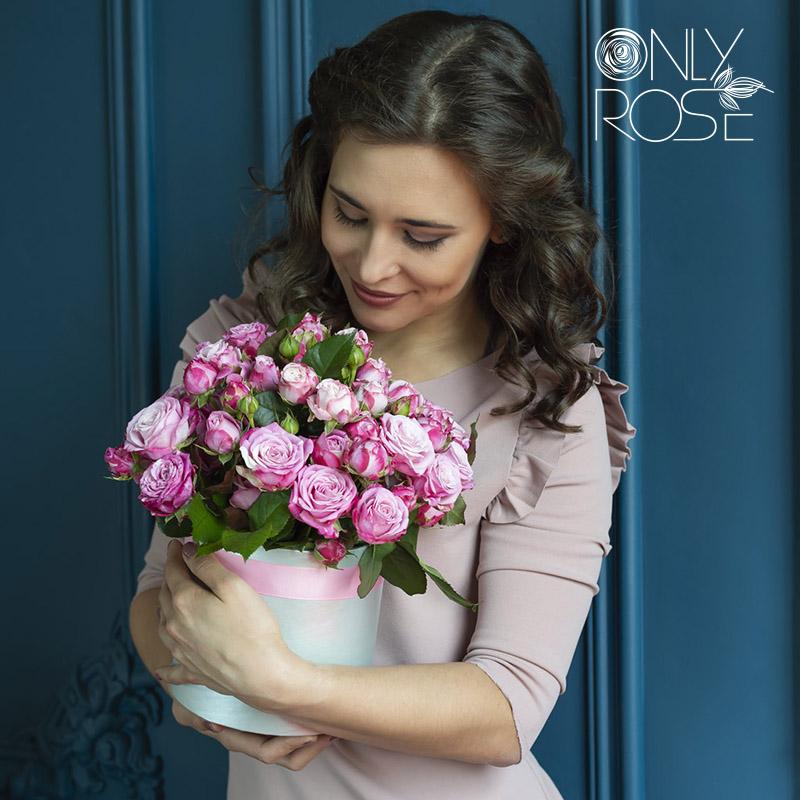 19 розовых роз в коробке «Леди Бомбастик»
