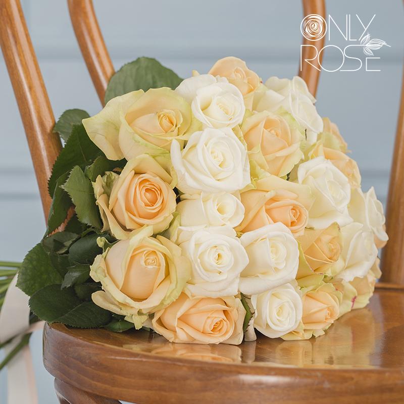 Букет з 25-ти троянд асорті «Комплімент №1»